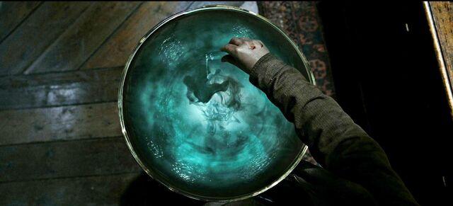 File:Harry-potter7-movie-screencaps.com-8924.jpg
