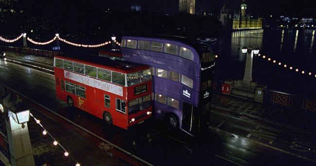 Омские водители заметили выделенку для автобуса из вселенной Гарри Поттера