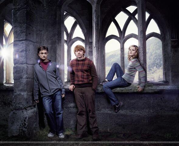 File:EW Trio outtake2007.jpg
