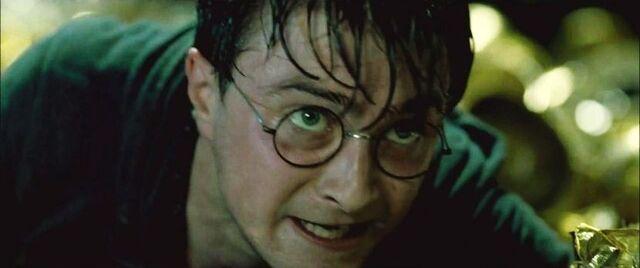 File:DH2 Harry Potter during Battle of Hogwarts 01.jpg