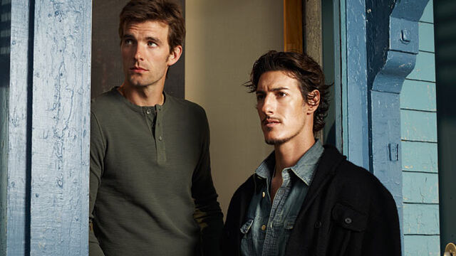 File:Nathan-lucas-bryant-and-duke-eric-balfour-may-not-get-along-but-they-do-pose-together.jpg