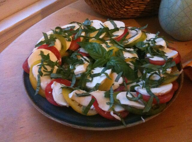 File:Heirloom Caprese Salad.jpg