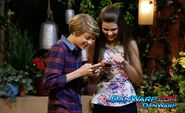 Henry-Bianca texting