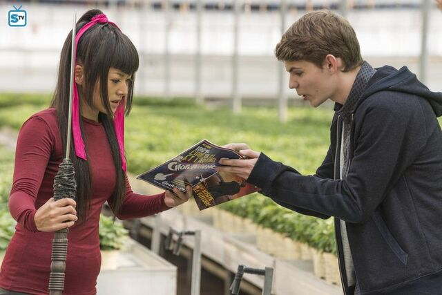 File:Tommy talking to miko 1x11.jpg
