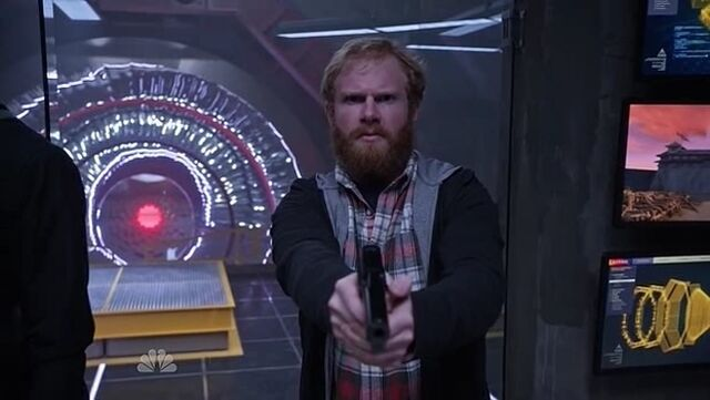 File:1x06 Qurntin with a gun.jpg