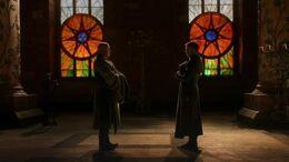 Varys y Meñique HBO.jpg