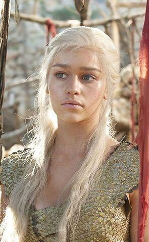 Archivo:Daenerys Targaryen HBO.JPG