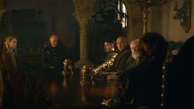 Tywin Mano Consejo HBO.jpg