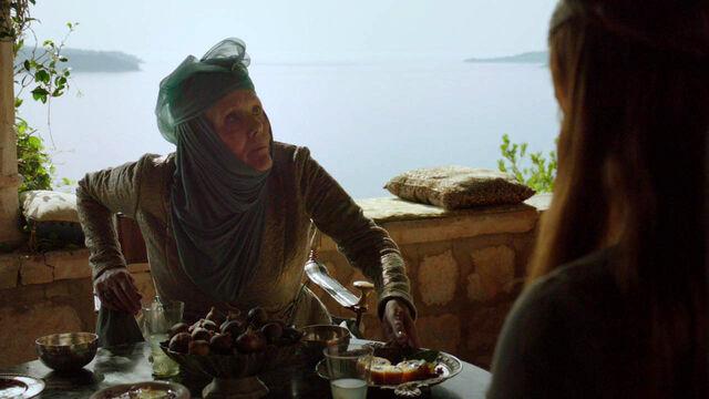 Archivo:Aperitivo de pasteles de limón en Desembarco del Rey HBO.jpg