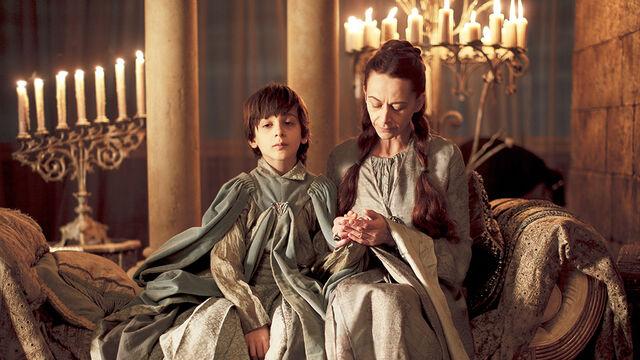 Archivo:Robert y Lysa HBO.jpg
