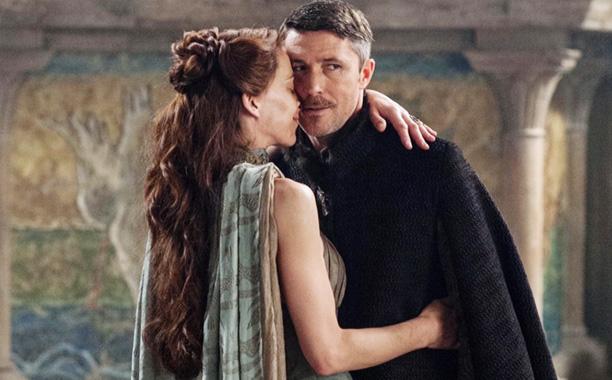Archivo:Petyr y Lysa HBO.jpg