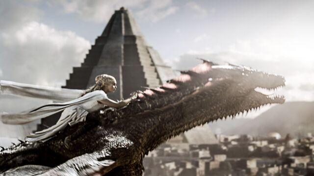 Archivo:Daenerys huye con Drogon HBO.jpg