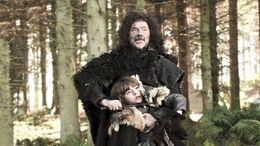 Salvaje ataca a Bran HBO.jpg