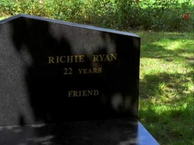 File:Richie Ryan Grave.jpg