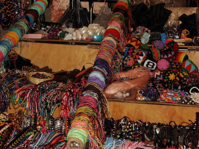 File:Hippie market.JPG