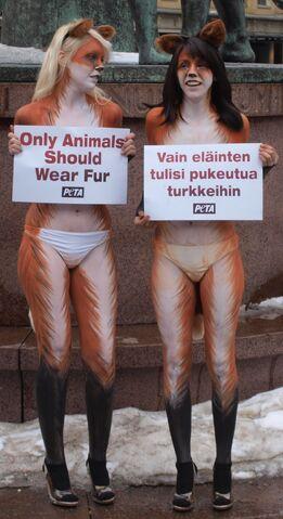 File:PETA body paint protest in Helsinki cropped.jpg