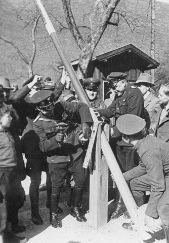 File:Bundesarchiv Bild 137-049278, Anschluss Österreich.jpg