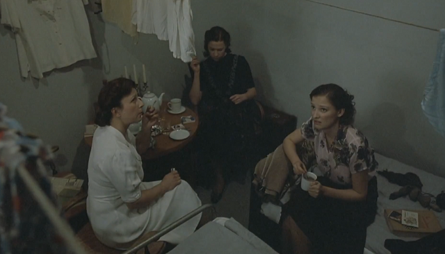File:Traudl Gerda and Constanze talk.png
