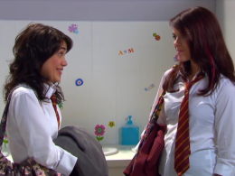 File:260px-Mara and Patricia talking in bathroom.png