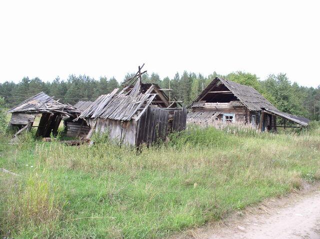File:Belarus-minsk province-abandoned house-1.jpg