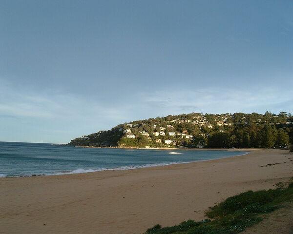File:Summer Bay Beach-flickr33637751.jpg
