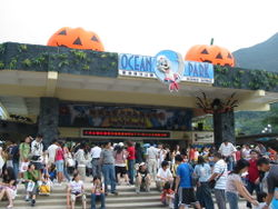 File:Oceanpark main halloween.jpg