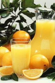 393px-Oranges and orange juice