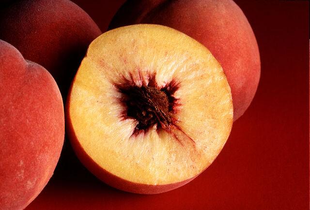 File:800px-Autumn Red peaches.jpg