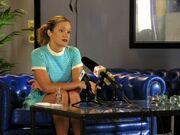 Charlotte snakker med pressen.jpg