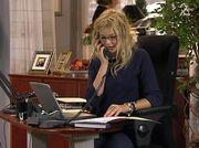 Victoria på kontoret.jpg