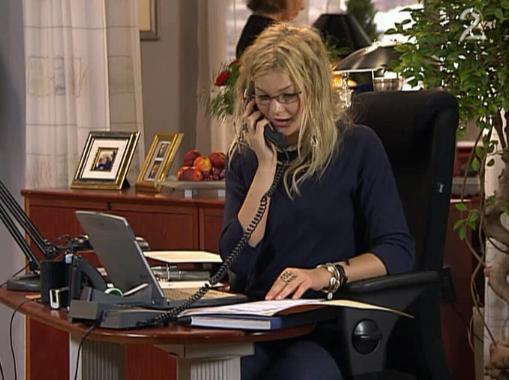 Fil:Victoria på kontoret.jpg