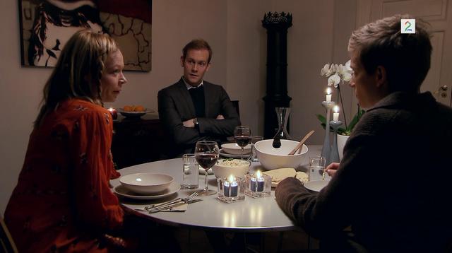 Fil:Bitten, Albert og Måne i Bittens leilighet.png