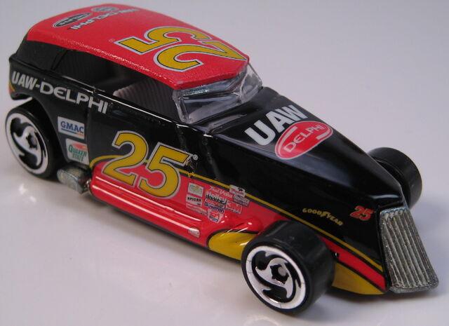 File:Phaeton NASCAR UAW Delphi dw3 wheels metal Thailand base.JPG