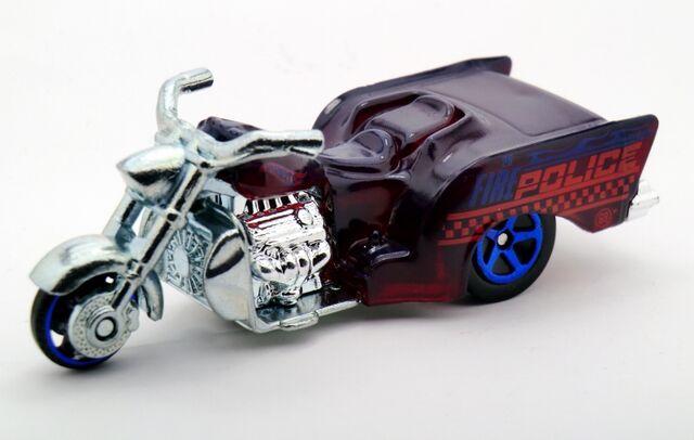 File:Boss Hoss Motorcycle-2014 Color Shifters (Warm).jpg