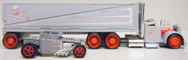 File:Truckin Transporters and Bone Shaker - M8752.jpg