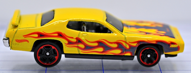 File:71-plymoth-roadrunner-yellow-hw.JPG