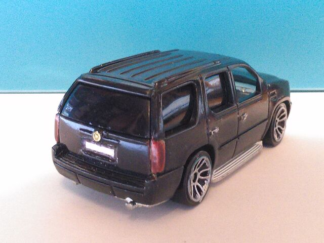 File:Hot Wheels Escalade Euro-Spec.jpg