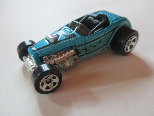 File:Light Blue Deluce Roadster.JPG