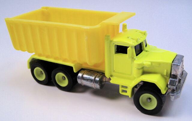 File:Peterbuilt dump truck 1995 real riders series neon yellow.JPG
