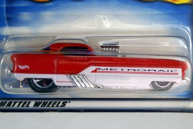 File:Red and White Metrorail - 5719cf.jpg
