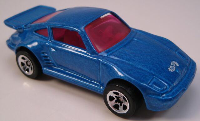 File:Porsche 930 blue pink interior and glass 5sp wheels.JPG
