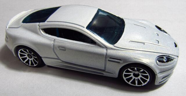 File:2013 X1952 Aston Martin DBS White.jpg