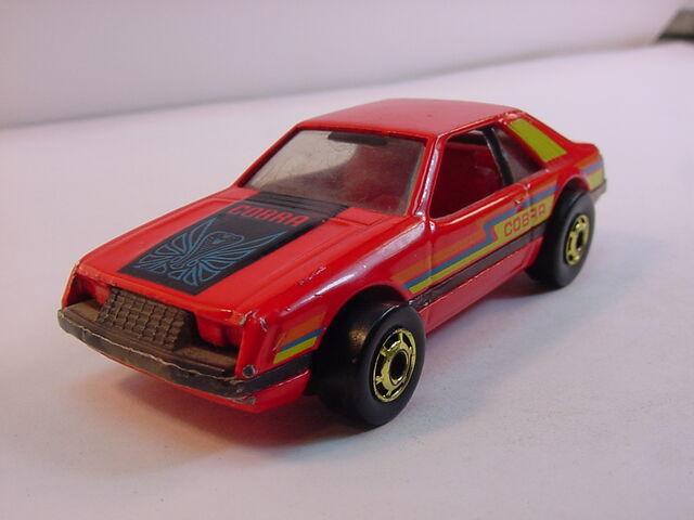 File:1982 En. Red turbo mustang Blue cobra-cobra set- HK.jpg