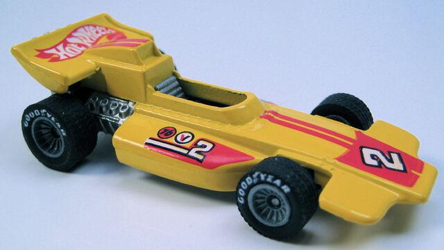 File:Lightning gold yellow grey hubbed real riders MAL base.JPG
