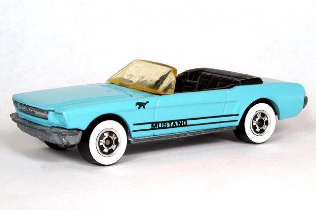 File:Light Blue '65 Mustang Convertible - 6349df.jpg