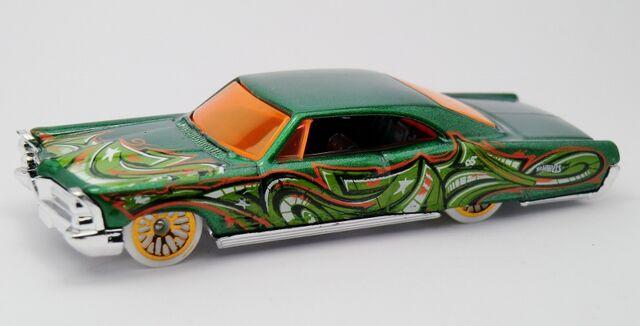 File:'65 Pontiac Bonneville-2013 35 Graffiti Rides Green.jpg