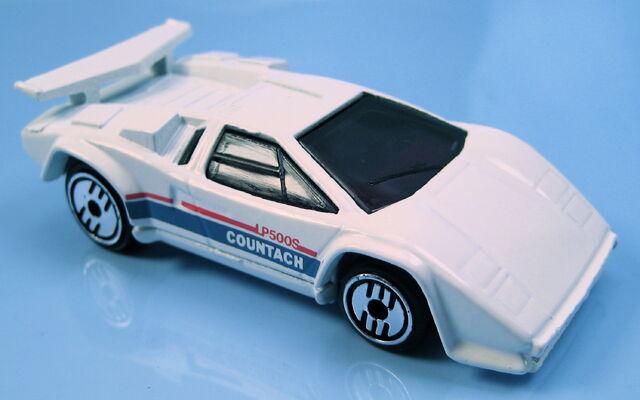 File:Lamborghini countach white UH cast wing malaysia base.JPG
