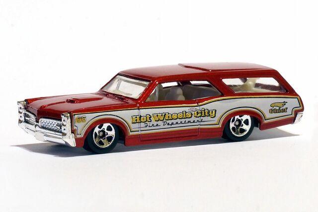 File:Custom '66 GTO Wagon Fire Chief - 01290df.jpg