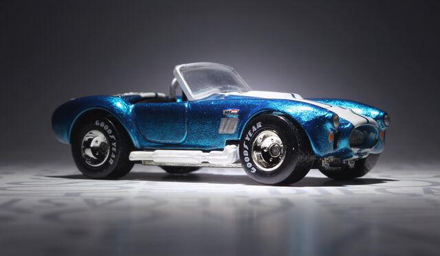 File:Shelby Cobra 427 (2003 Hall of Fame).jpg