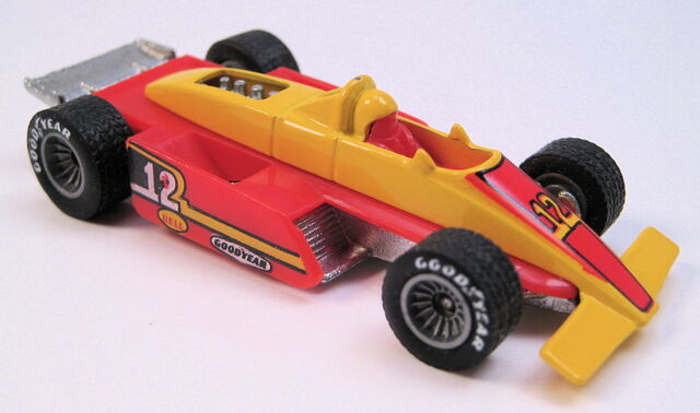 File:Formula Fever yellow red sidepods grey hubbed real riders metal HK base.JPG
